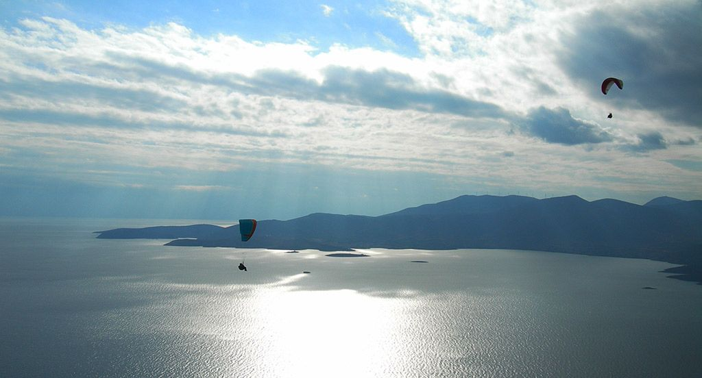 Paragliding over Itea
